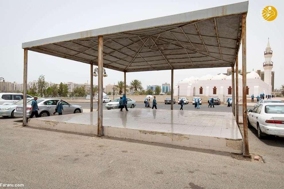 نمایی از یک سایبان مقابل مسجد جفالی در جده