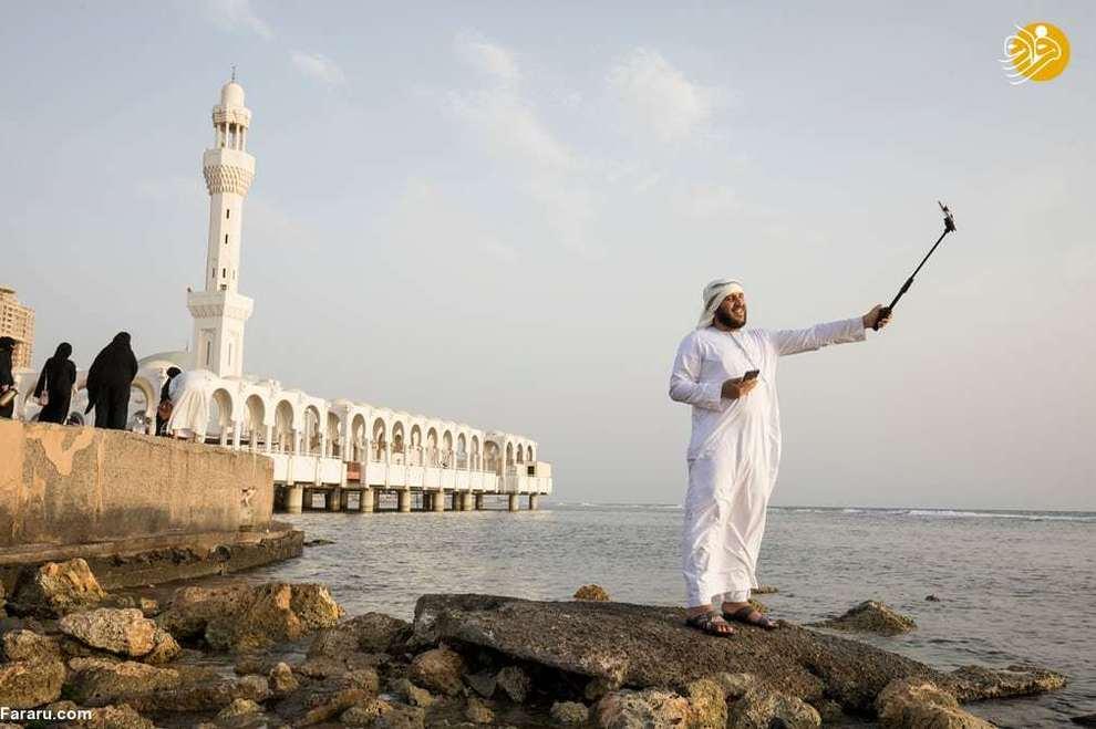 سلفی محمد، گردشگر عراقی در کنار مسجد شناور در جده