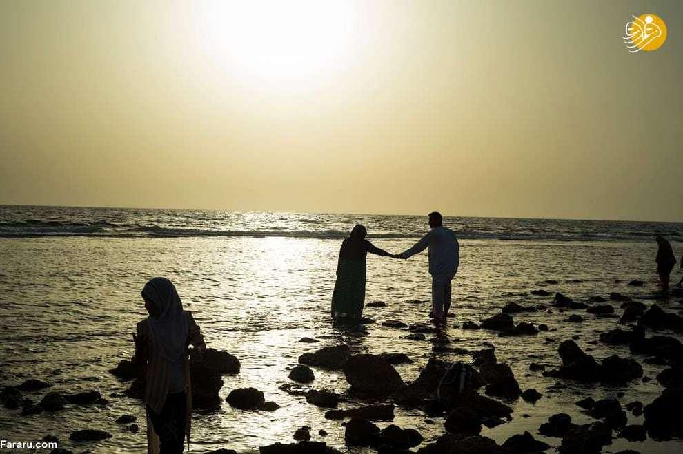 نمایی از تفریح خانوادگی در ساحل