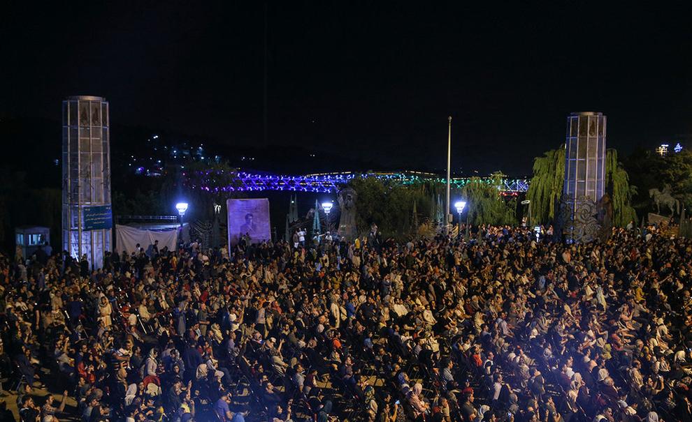 (تصاویر) اولین کنسرت خیابانی در تهران برگزار شد - 11