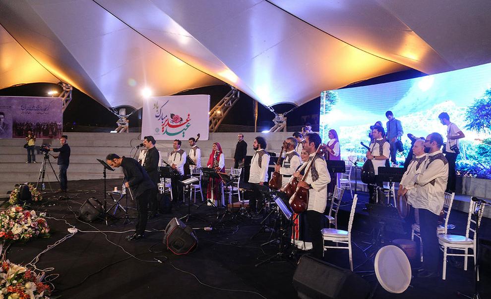 (تصاویر) اولین کنسرت خیابانی در تهران برگزار شد - 16