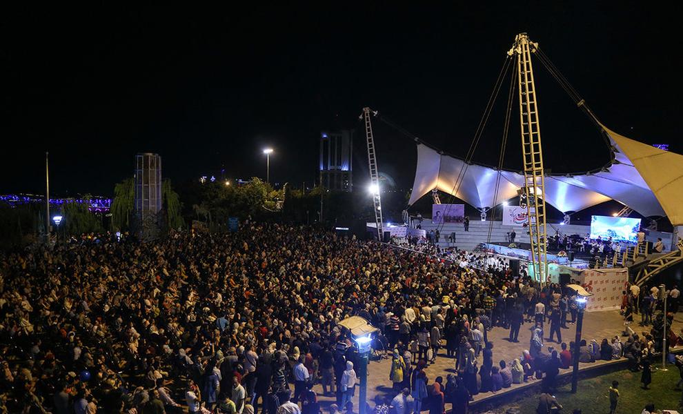 (تصاویر) اولین کنسرت خیابانی در تهران برگزار شد - 17