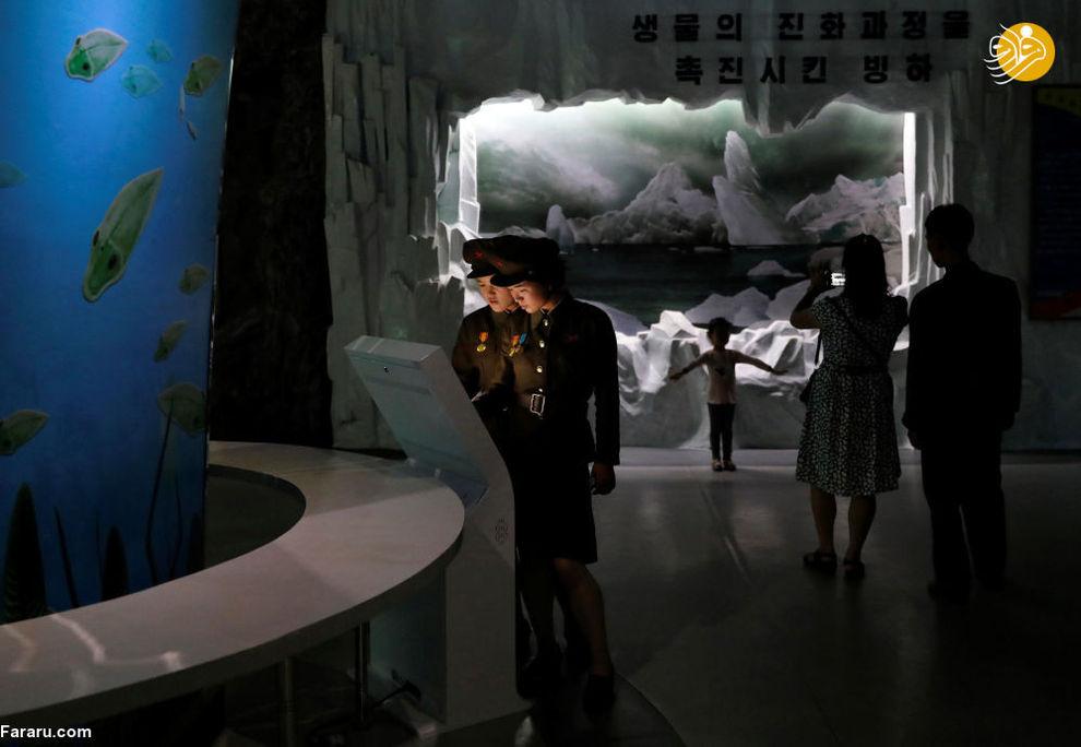 سربازان در موزه تاریخ طبیعت پیونگیانگ