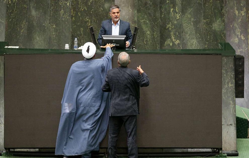 قسمت دوم (تصاویر) روز جنجالی مجلس