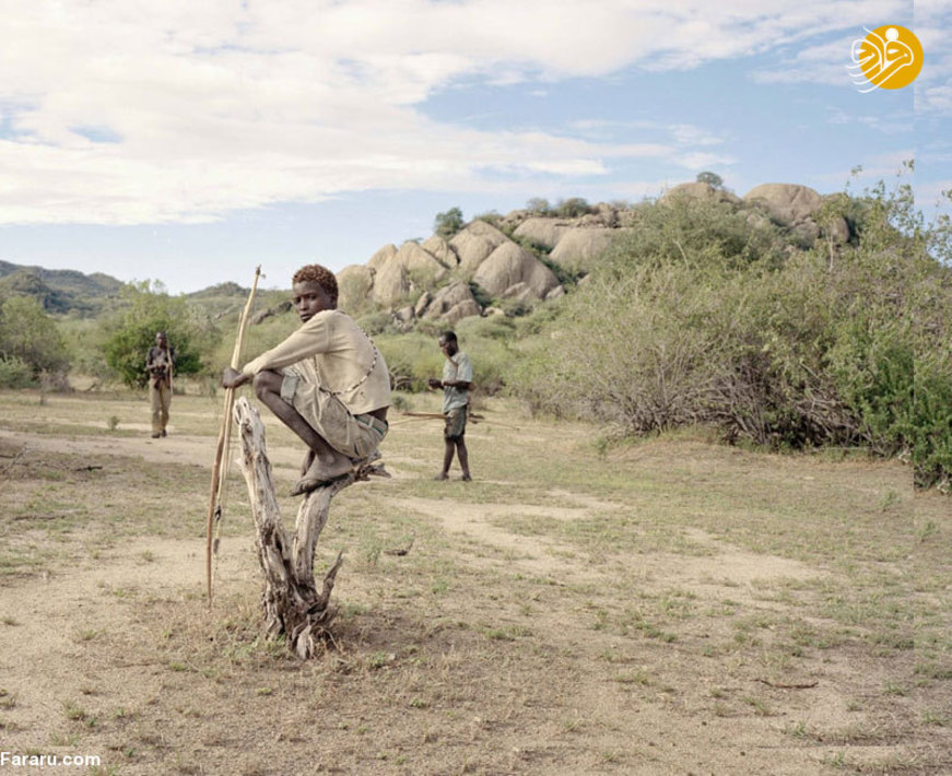 هادزا از آخرین قبایل باقی مانده در جهان است که به صورت قبیلهای زندگی میکنند و صرفا از طریق شکار خانواده خود را مدیریت میکنند.