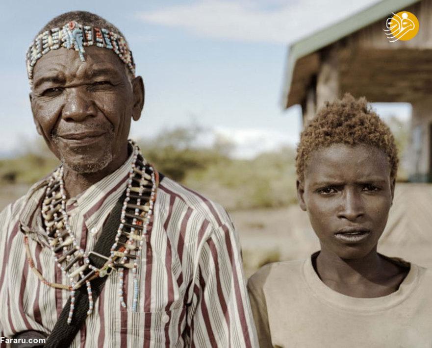 اسامه و پدر 70 سالهاش(گودو) که برای اولین بار در سال او را دیدار می کند. گودو 12 فرزند دارد. او بسیار خوشحال است که اسامه به زودی به کلاس انگلیسی میرود .