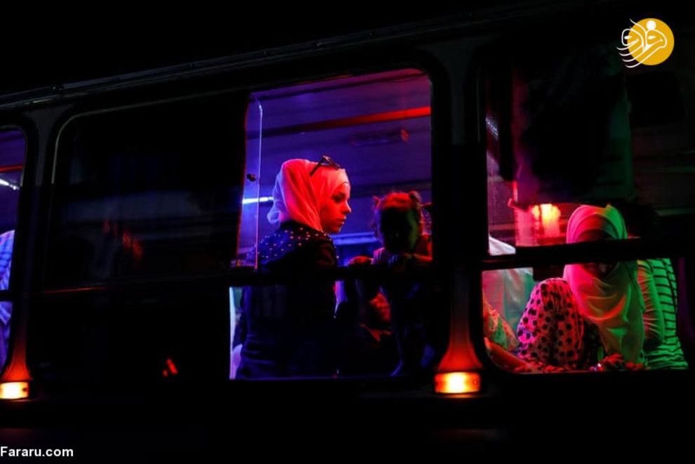 اتوبوسی که در حال انتقال مسافران از نمایشگاه بین المللی است