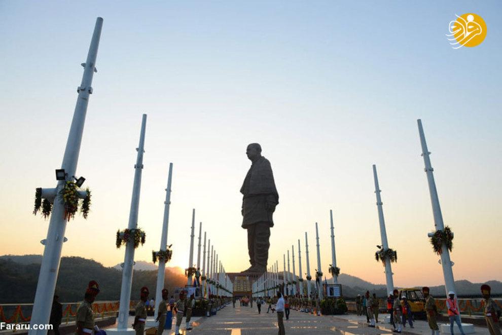 تظاهرات زیادی علیه ساخت این مجسمه صورت گرفت که رهبران آن بازداشت شدند.