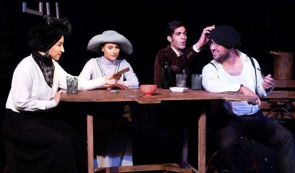 مراسم افتتاحیه «گزارش فرار یوسفی» با حضور هنرمندان. (الهام احمدی/سینما تیکت)