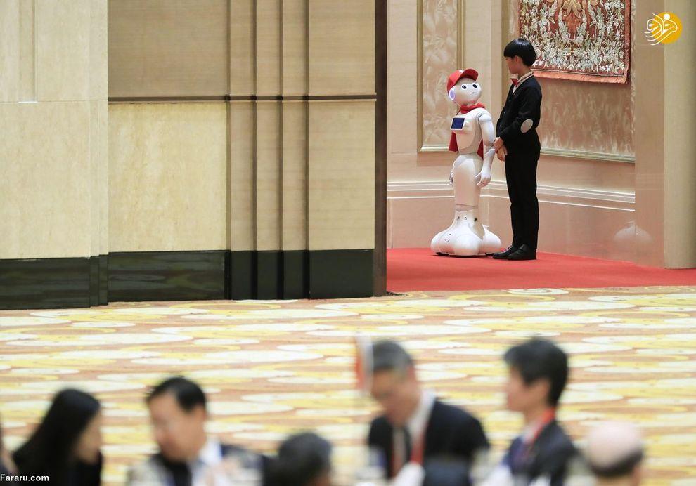 رباتی ساخته یک ژاپنی که در نمایشگاه بین المللی چین به نمایش گذاشته شد