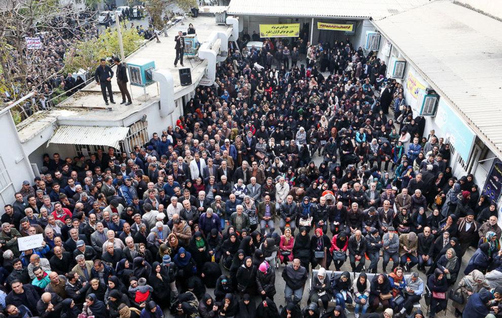 (تصاویر) تجمع کارگران مقابل سازمان برنامه و بودجه