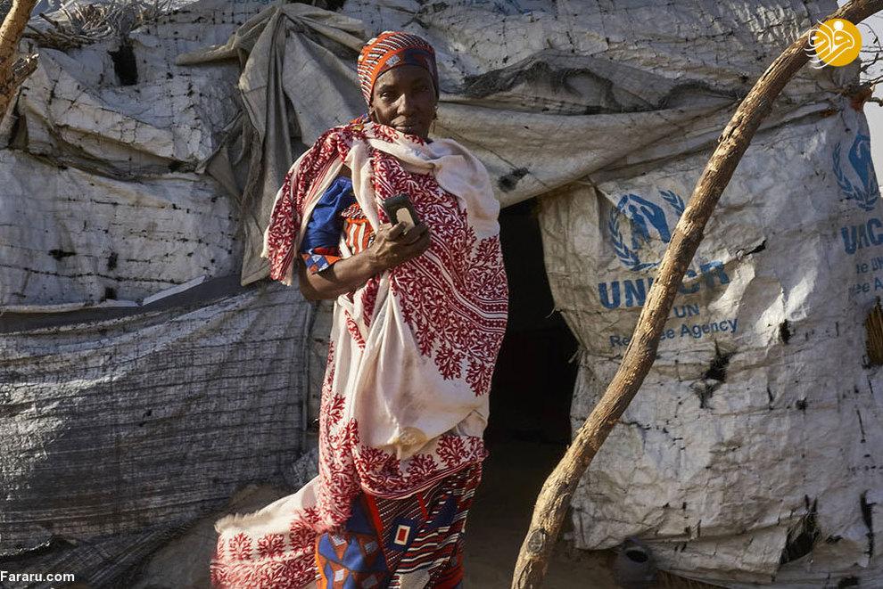 آیکا یوناسا، پناهنده مهاجر در نیجیریه، آیکا و خانواده اش چهار سال پیش نیجریه را ترک کردند و پناهگاهی  را در اردوگاه پناهجویان