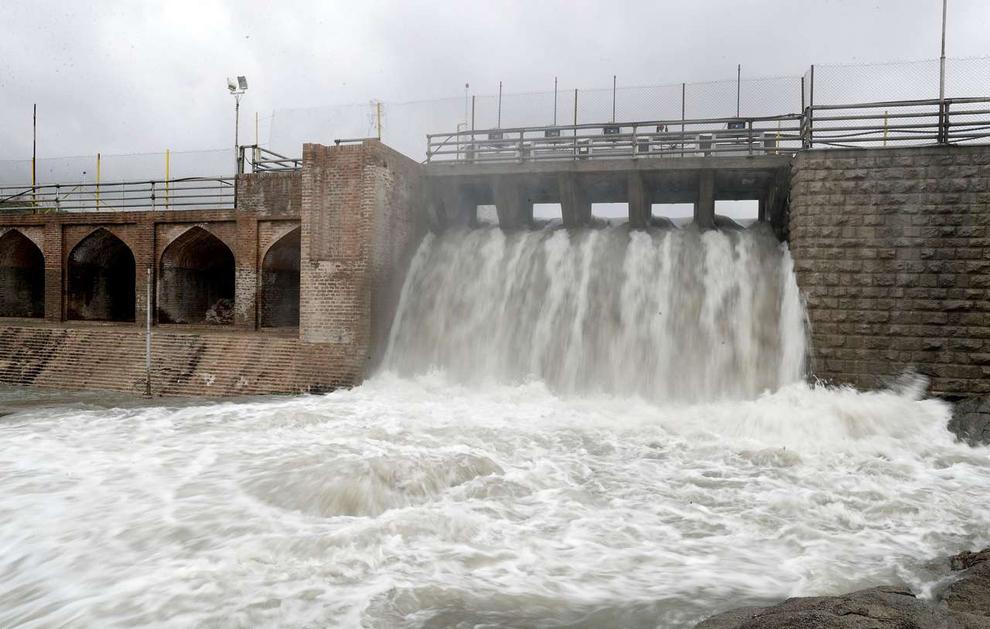 (تصاویر) سرریز شدن آب سد ۴۰۰ ساله مشهد - 11