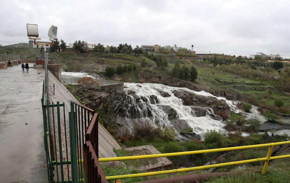 (تصاویر) سرریز شدن آب سد ۴۰۰ ساله مشهد - 12