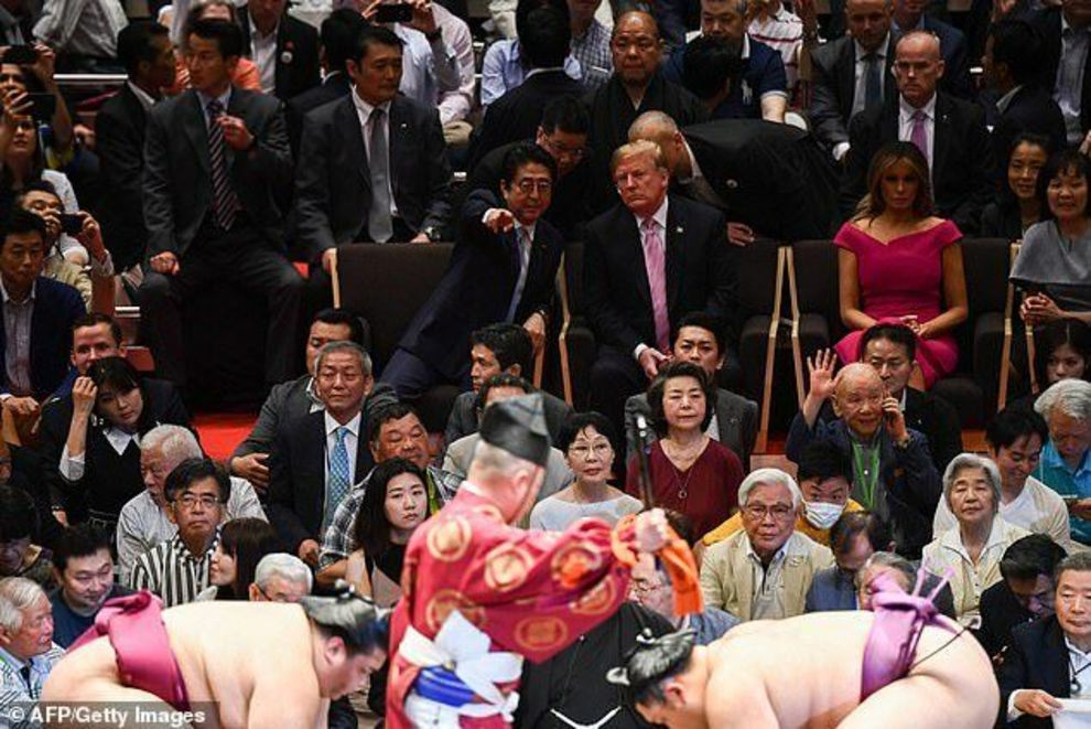ترامپ و ملانیا در حال تماشای کشتی سومو ژاپنیها+ عکس