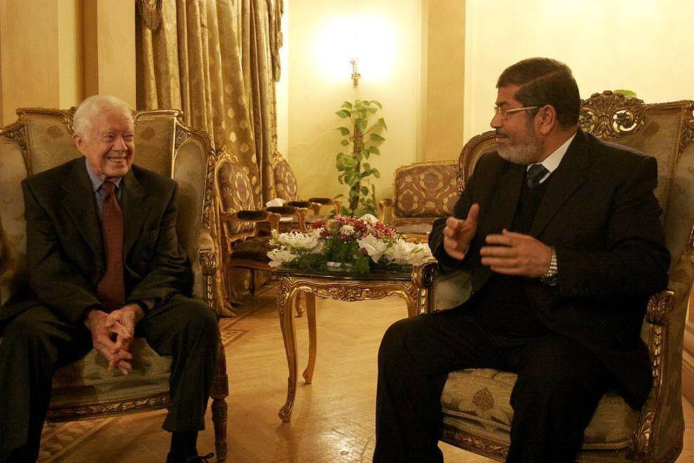 جیمی کارتر، رئیس جمهور پیشین آمریکا در کنار محمد مرسی، زمانی که رئیس حزب آزادی و عدالت در مصر بود - قاهره، ۲۱ ژانویه ۲۰۱۰.
