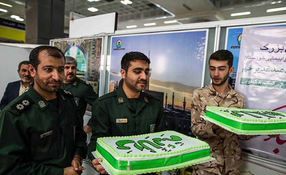 resized 538555 704 - عکس های توزیع کیک 80 کیلویی به مناسبت عید غدیر در فرودگاه اهواز