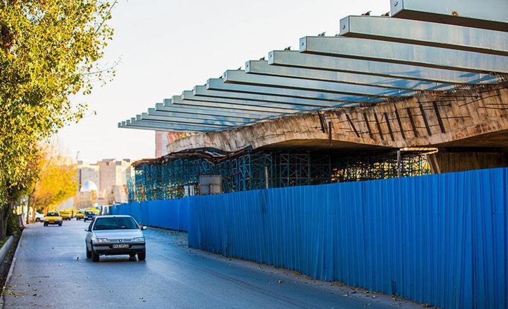 وضعیت عجیب از ساخت یک پل در اردبیل!/عکس