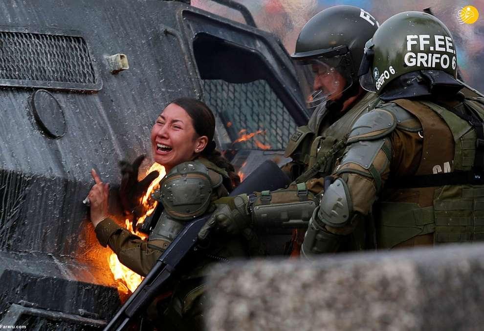 آتش گرفتن یک پلیس زن در جریان اعتراضات شیلی
