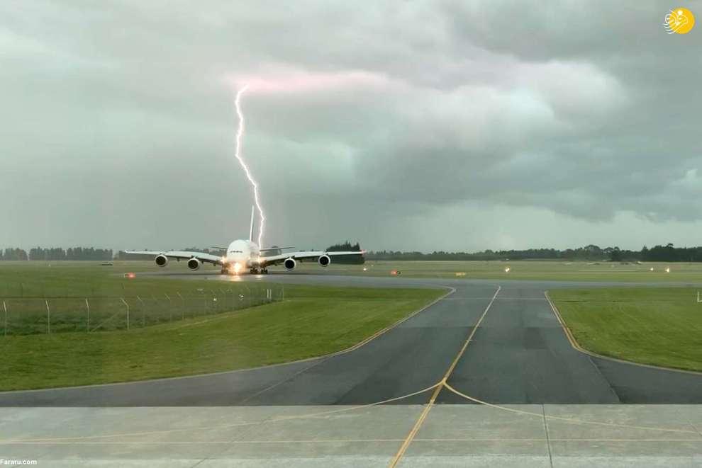 اصابت رعد و برق به یک هواپیما در نیوزیلند