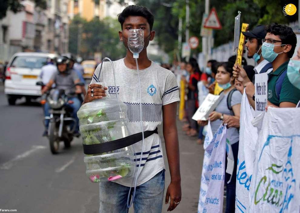 یک معترض به تغییرات آب و هوایی در کلکته هند