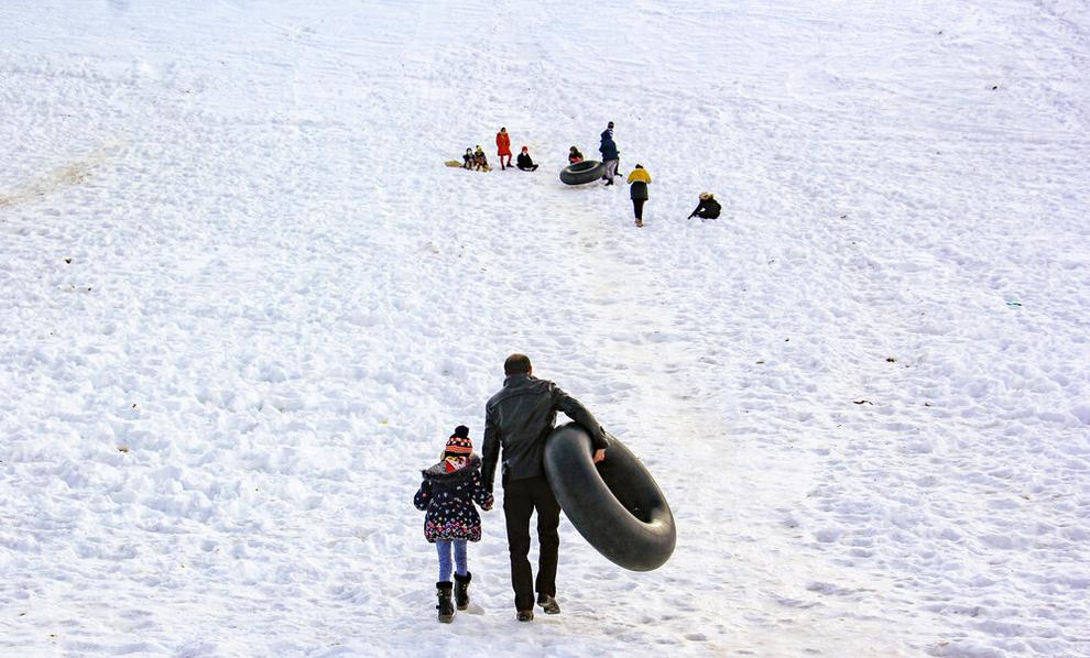 (تصاویر) تفریحات برفی در بام ایران
